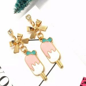 NWT•Betsy Crystal accented popsicle dangle earring